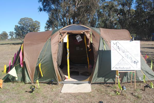 Mythinterpret-Tent